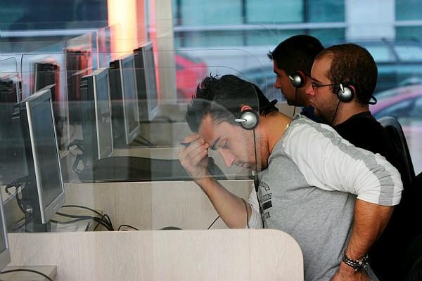 Auditeurs au laboratoire de langues du service Communications en